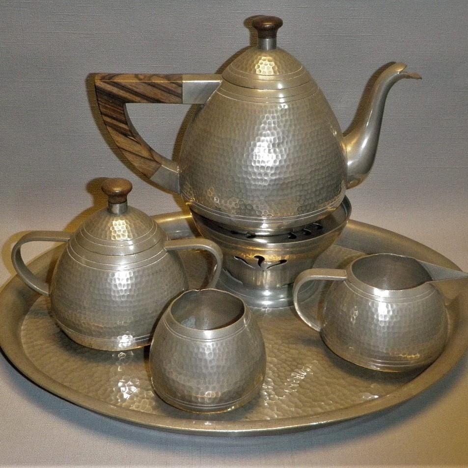 Banka tin - Antiek Indonesisch tinnen theeservies gehamerd