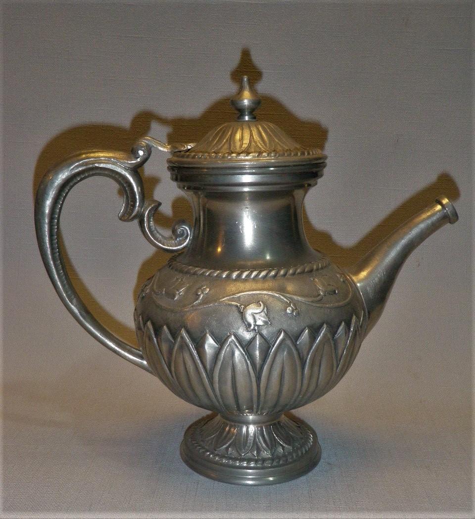 Antieke Italiaanse tinnen koffiepot, fraai gedecoreerd