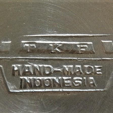 Merkteken TKF tin, antieke koffie- en theeservies, Indonesië