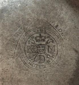 Merkteken antieke koffiepot tin Tiel, Nederland